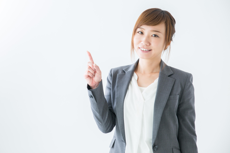 転職コンサルタントをすすめる女性