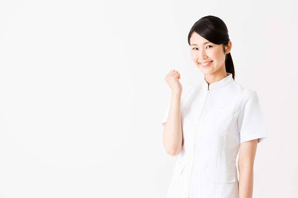 ガッツポーズをとる看護師
