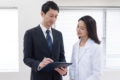 医薬情報担当者になるには?業務内容や年収、関連資格について