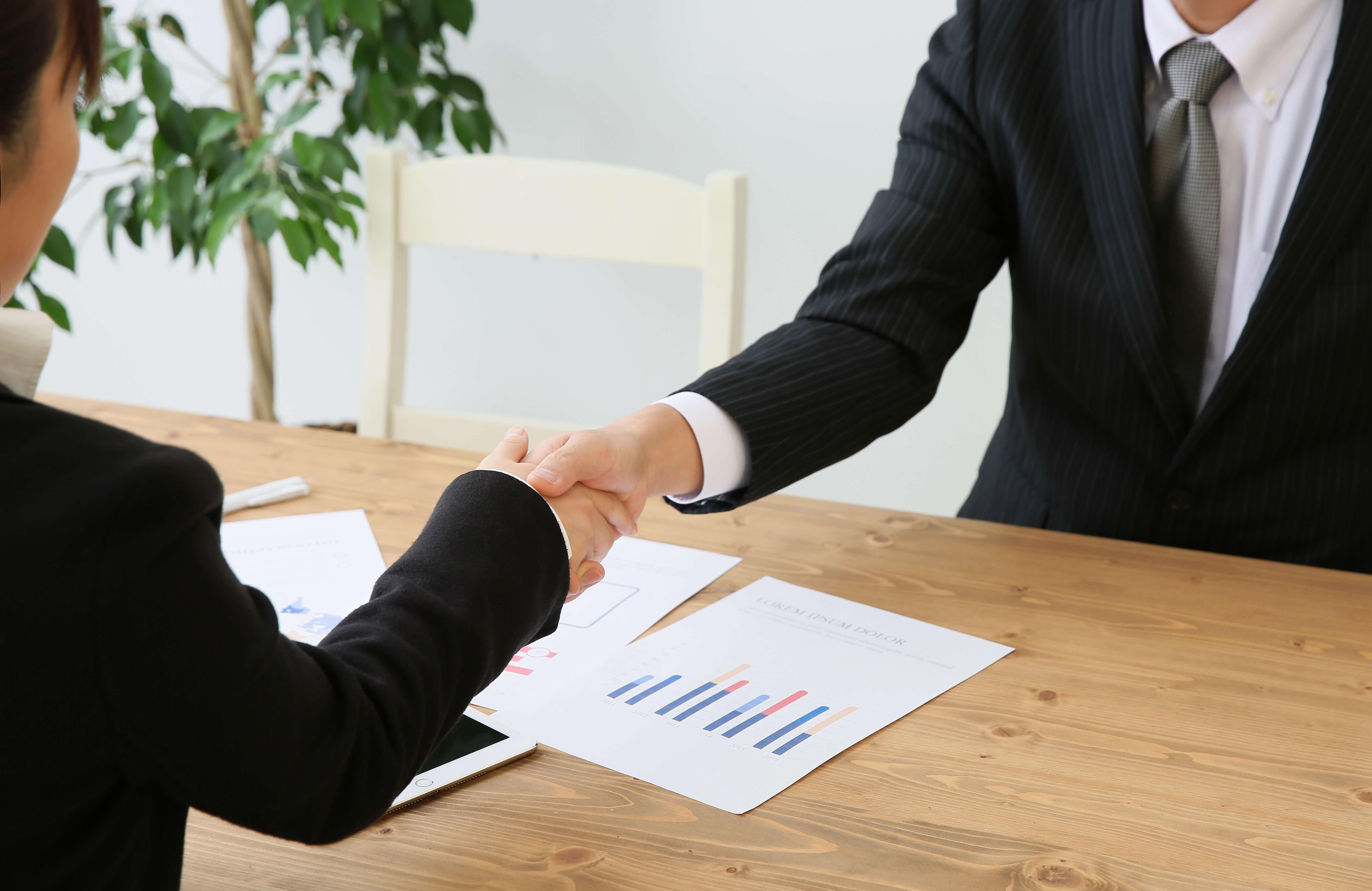 正社員就職を志している高卒フリーターの方は、キャリアアドバイザーに相談するのがベスト