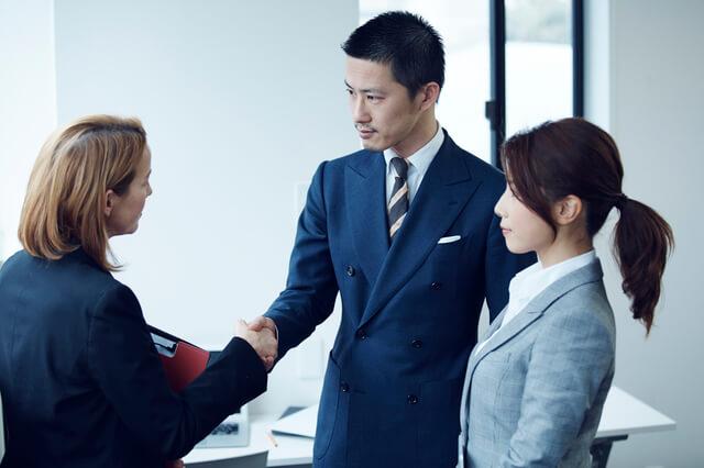 企業との交渉に成功するイメージ