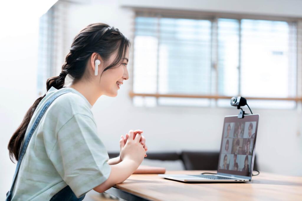 WEB会議ツールでミーティング