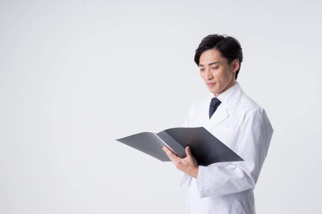 薬事申請職の男性薬剤師
