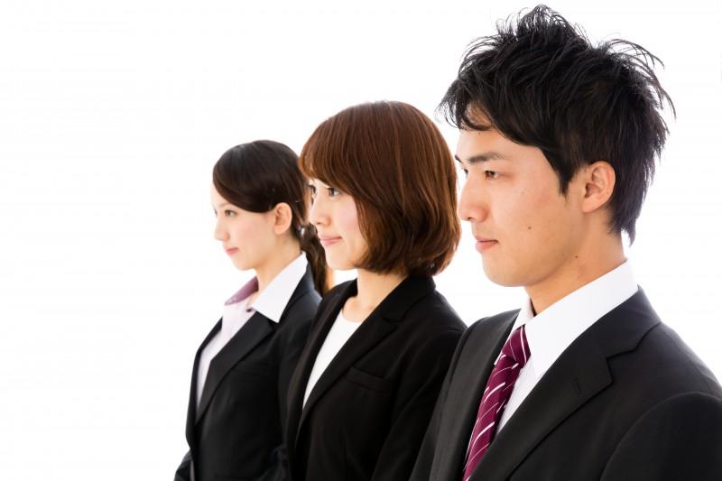 既卒採用で就職活動をする男女