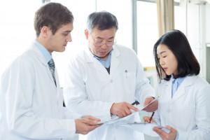 医薬品情報業務の仕事とは?業務内容や年収、必要な資格について