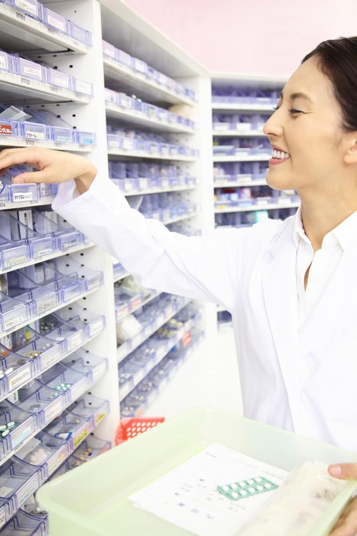 薬剤管理業務をする人